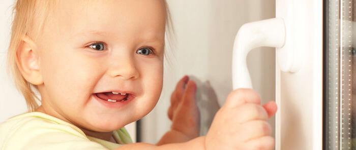 Blocca maniglie per finestre baby safety lock consiglicasa for Blocca maniglie bambini