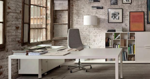 Come scegliere una scrivania da ufficio consiglicasa for Scrivania grande da ufficio